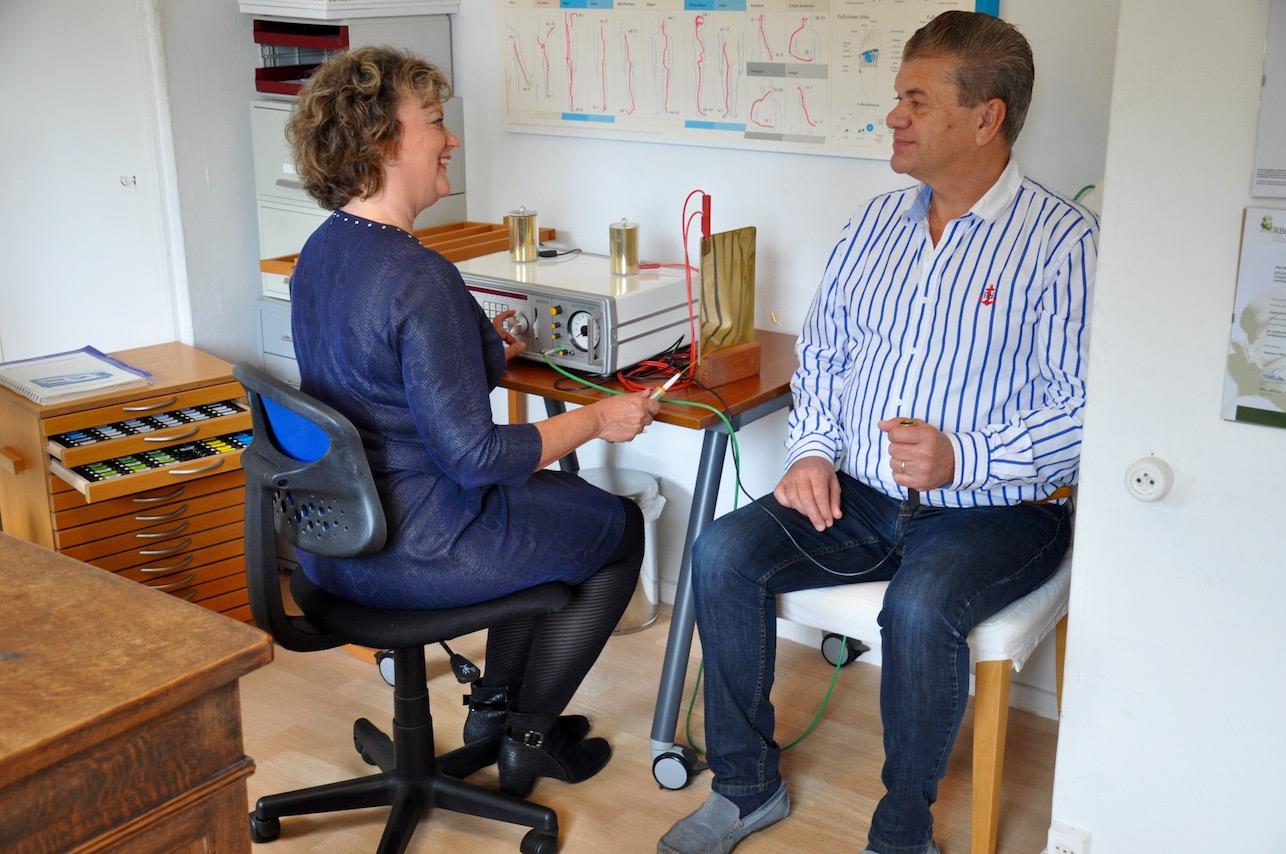 Bioresonantie Diagnose met Bicom en patiënt